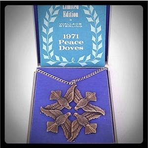 1971 SOLID STERLING SILVER Peace Doves -  Wallace